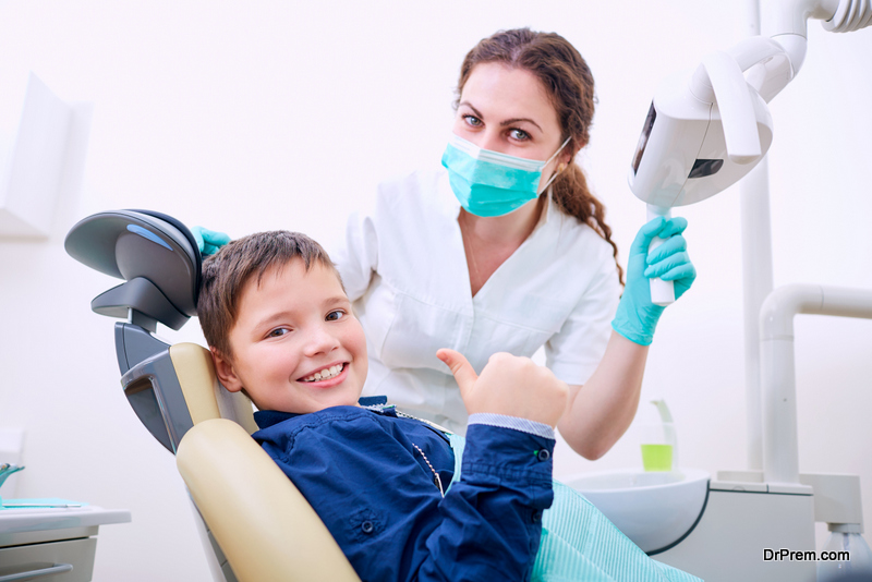 Child's-First-Visit-to-the-Dentist.