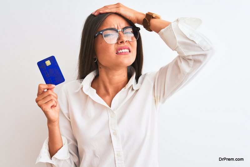 Young-woman-wearing-glasses-holding-credit-card.